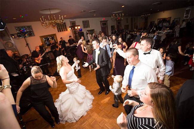 Bride-and-Groom-dancing2